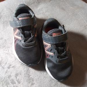 NWOB, Baby boy new balance sneakers size 5w